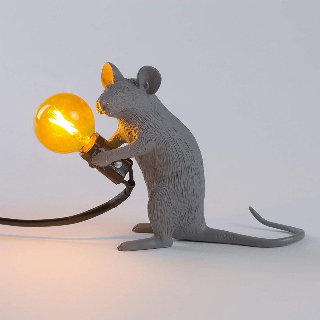 lampada da tavolo topo seletti grigia accesa