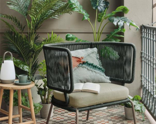 Mobili e decorazioni per balconi e giardini