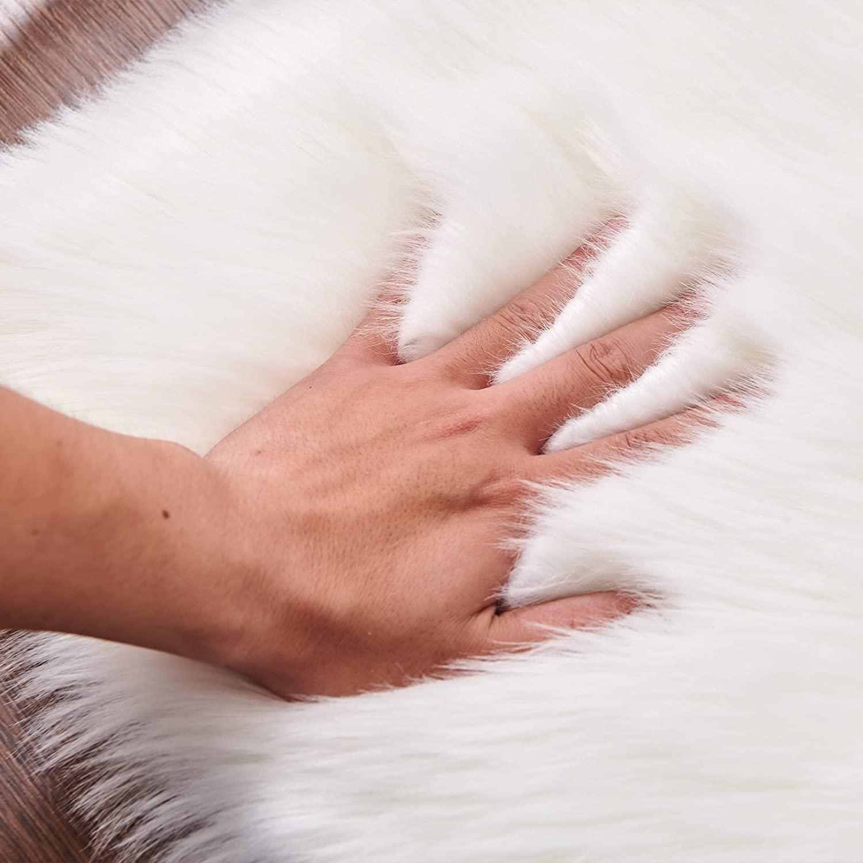 Tappeto pelo lungo bianco